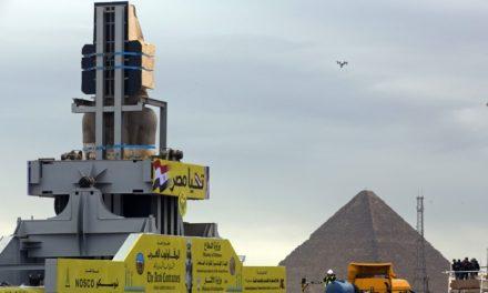 КОЛОСАЛЕН РАМЗЕС ВТОРИ ЌЕ СТОИ НА ВЛЕЗОТ НА НОВИОТ МУЗЕЈ ВО КАИРО