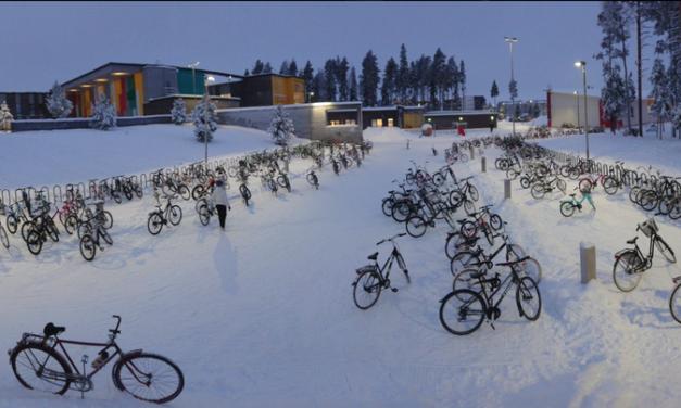 ВО ФИНСКА Е НОРМАЛНО ДЕЦА ДА ОДАТ НА УЧИЛИШТЕ СО ВЕЛОСИПЕД И НА -17 СТЕПЕНИ