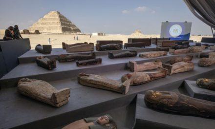 ЕГИПЕТ ОТКРИ УШТЕ 100 САРКОФАЗИ ЗАКОПАНИ ПРЕД 2.500 ГОДИНИ