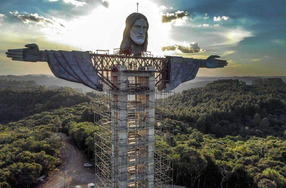 БРАЗИЛ ГРАДИ ПОВИСОКА СТАТУА НА ИСУС ОД ОНАА ВО РИО